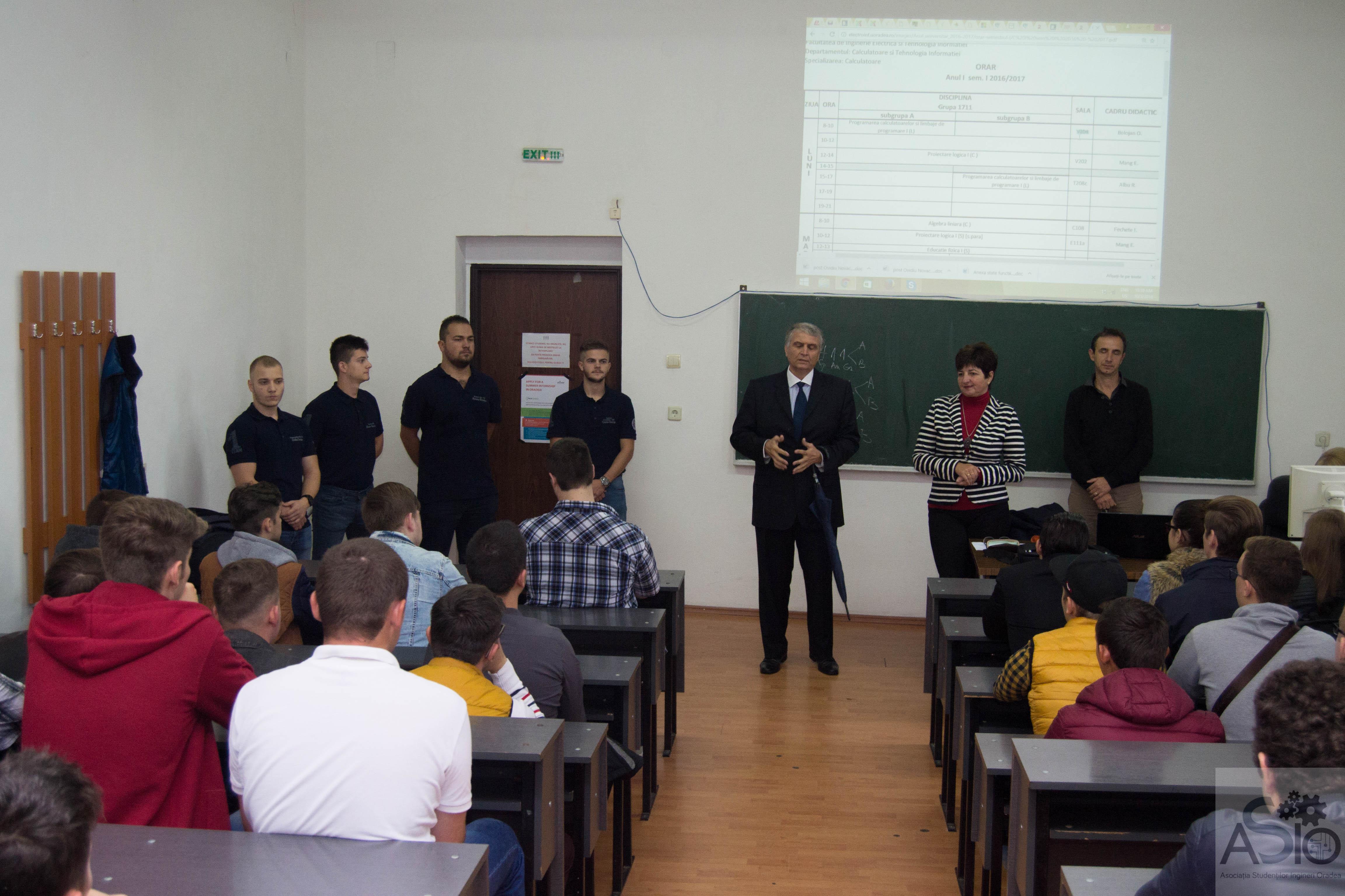 Prima prezentare în fața studenților